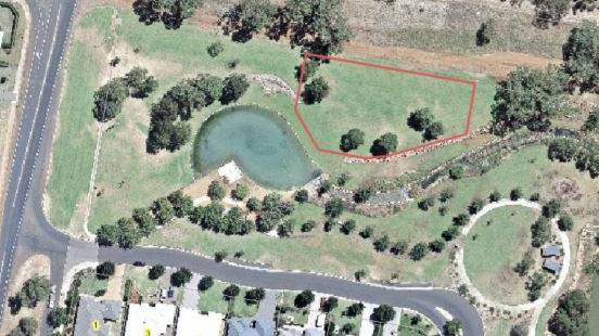 The red outline shows where the dual occupancy lots will be constructed. Photo: DUBBO REGIONAL COUNCIL
